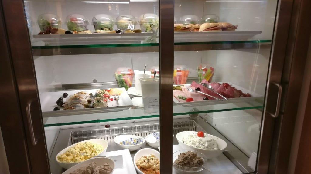 LOT Elite Lounge Warschau Buffet Frühstück 2