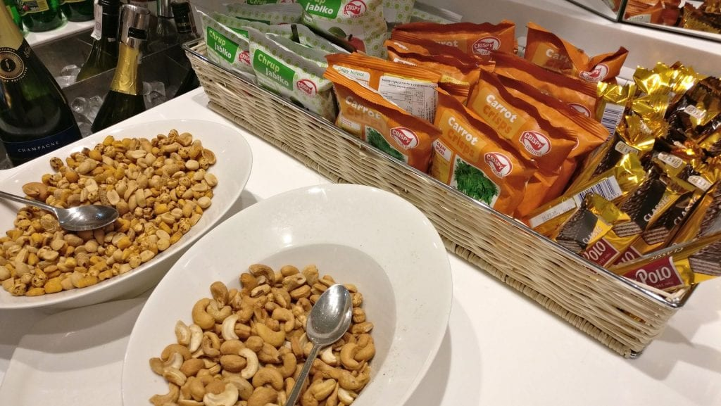 LOT Elite Lounge Warschau Buffet Snacks