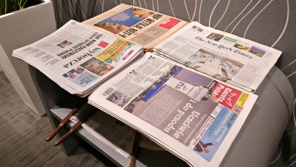 LOT Elite Lounge Warschau Zeitungen