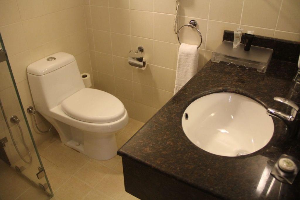 Best Western Premier Muscat City View Room Bathroom