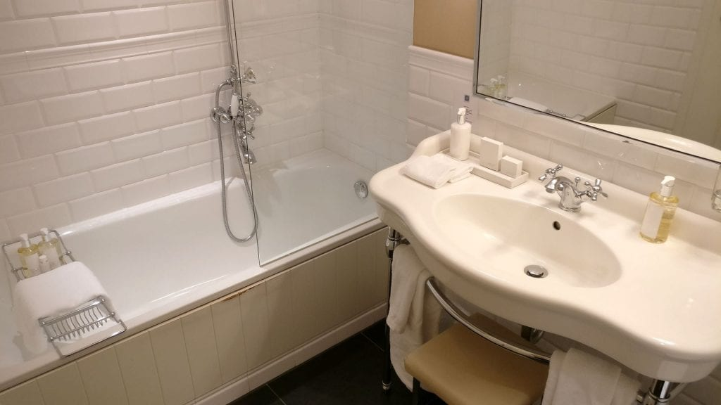 Heidelberg Suites Boutique Hotel Deluxe Suite Bathroom