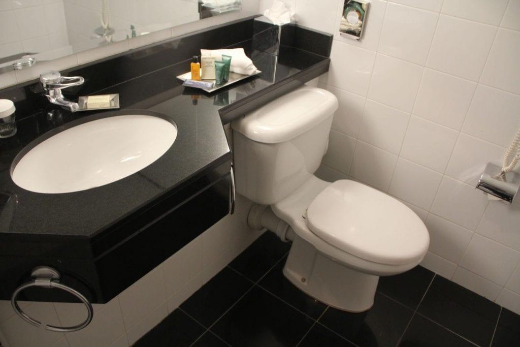 Hilton Belfast Executive Room Bathroom 3