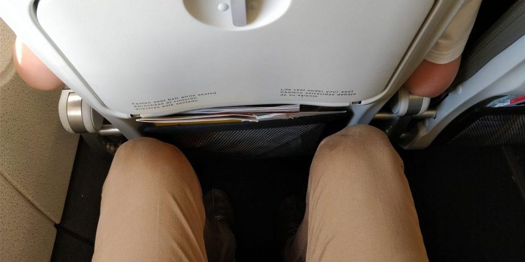Iberia Economy Class Kurzstrecke Sitzabstand Beine