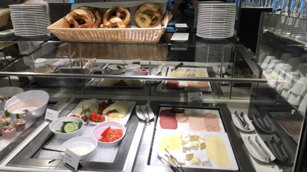 Lufthansa Senator Lounge Frankfurt Terminal 1B – Essen 6