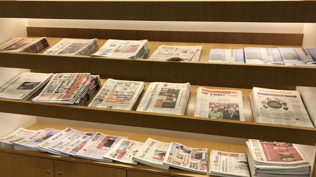 Lufthansa Senator Lounge Frankfurt Terminal 1B – Zeitungen