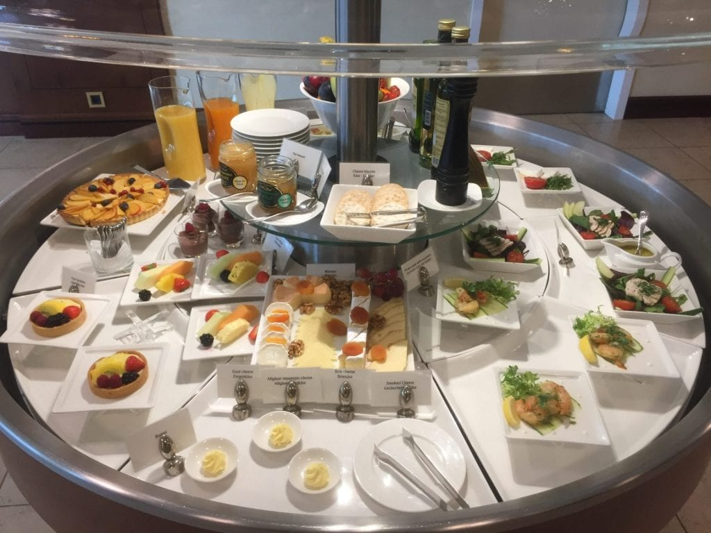 emirates lounge hamburg buffet