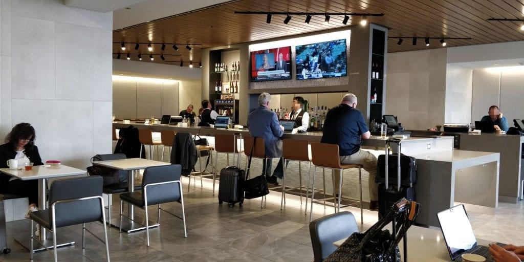 American Airlines Admirals Club Chicago Sitzbereich Bar