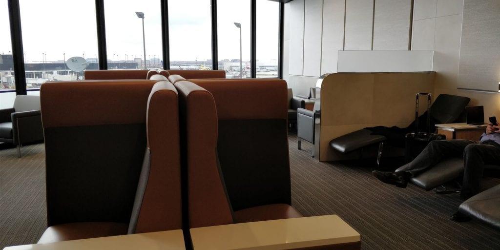 American Airlines Admirals Club Chicago Sitzbereich Liegen