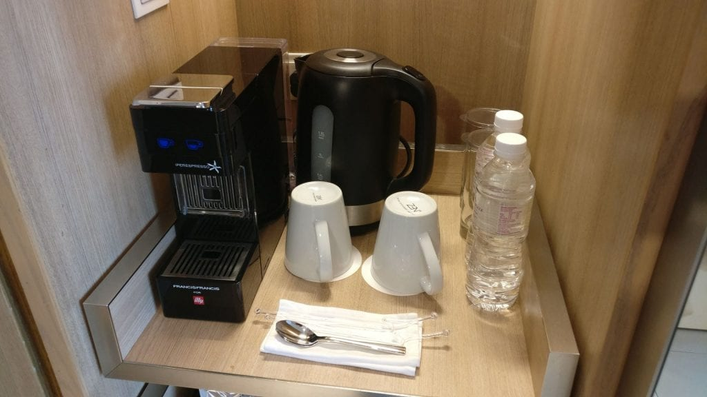 Crowne Plaza Singapur Changi Airport Premier Room Kaffeemaschine