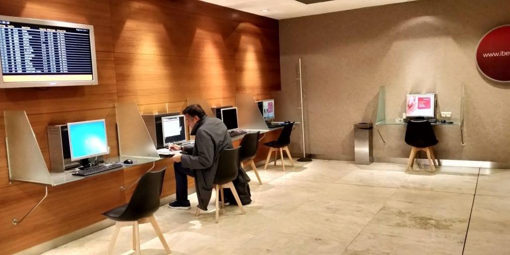 Iberia Dali Lounge Madrid T4 Computer