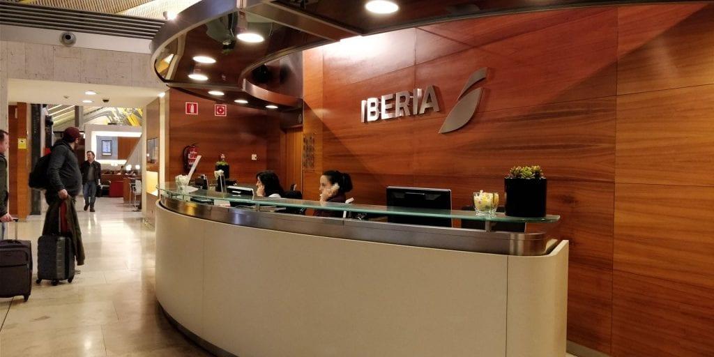 iberia lounge zugang avios plus status oro platino
