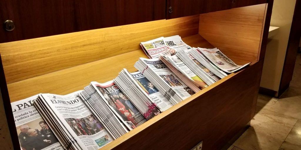 Iberia Dali Lounge Madrid T4 Zeitungen