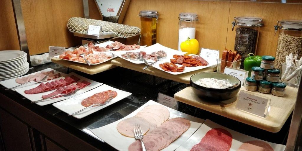 Jumeirah Frankfurt Frühstück Aufschnitt Fleisch