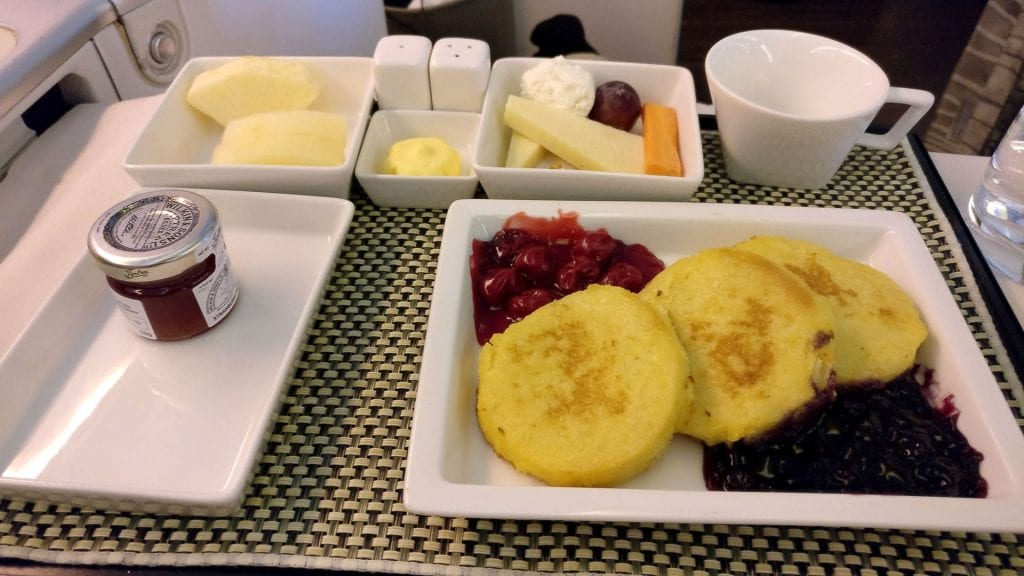 Saudia Business Class Boeing 777 Frühstück