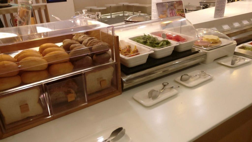 SkyTeam Lounge Hongkong Buffet 3