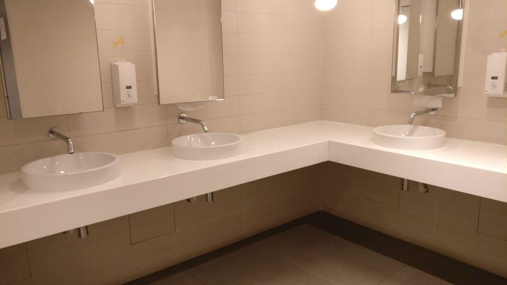 SkyTeam Lounge Hongkong Toilets