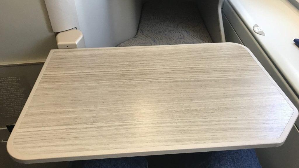 Asiana Business Class Airbus A380 Tisch