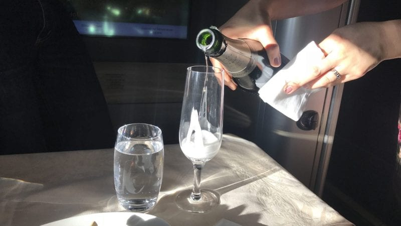Asiana First Class Airbus A380 Champagner