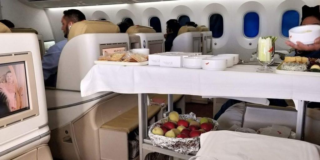 Air India Business Class Boeing 787 Wagen Nachtisch