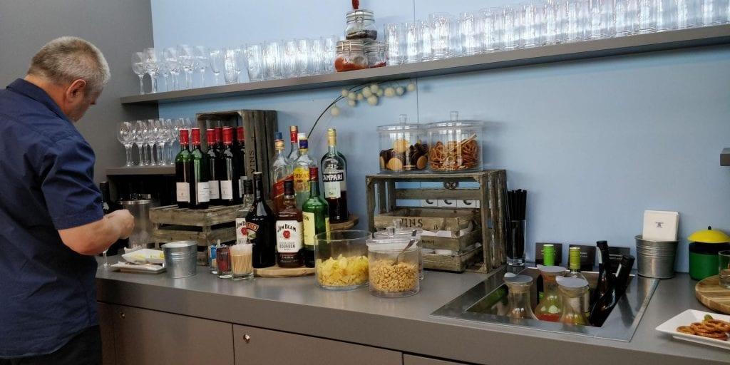 Austrian Airlines Business Class Lounge Wien Non Schengen Buffet Alkohol Getränke