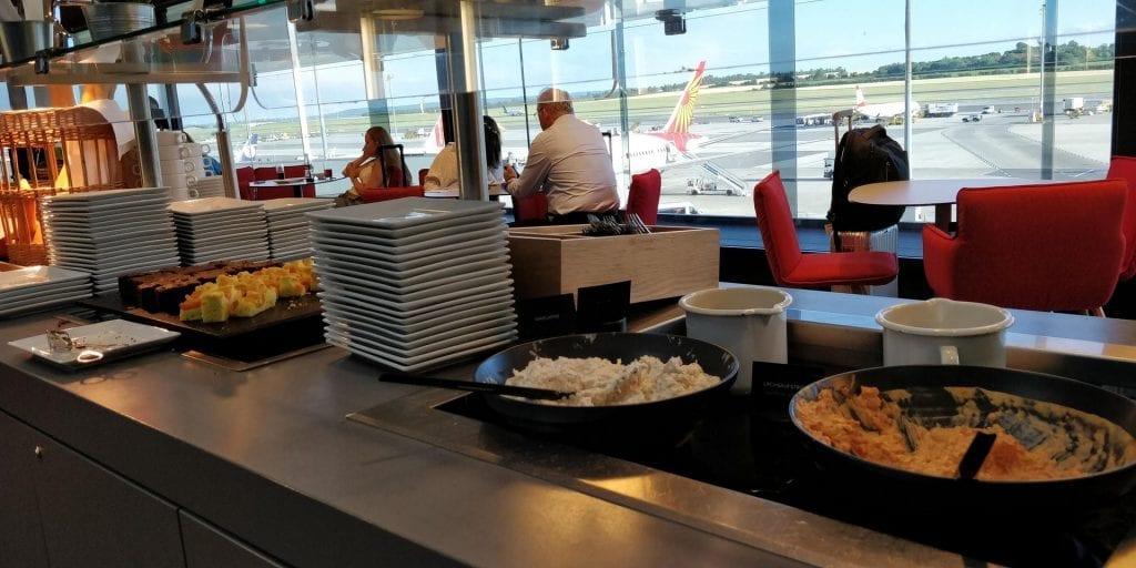 Austrian Airlines Business Class Lounge Wien Non Schengen Buffet Essen