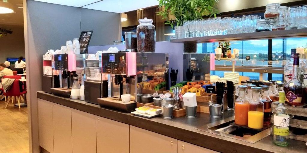 Austrian Airlines Senator Lounge Wien Non Schengen Buffet Kaffee