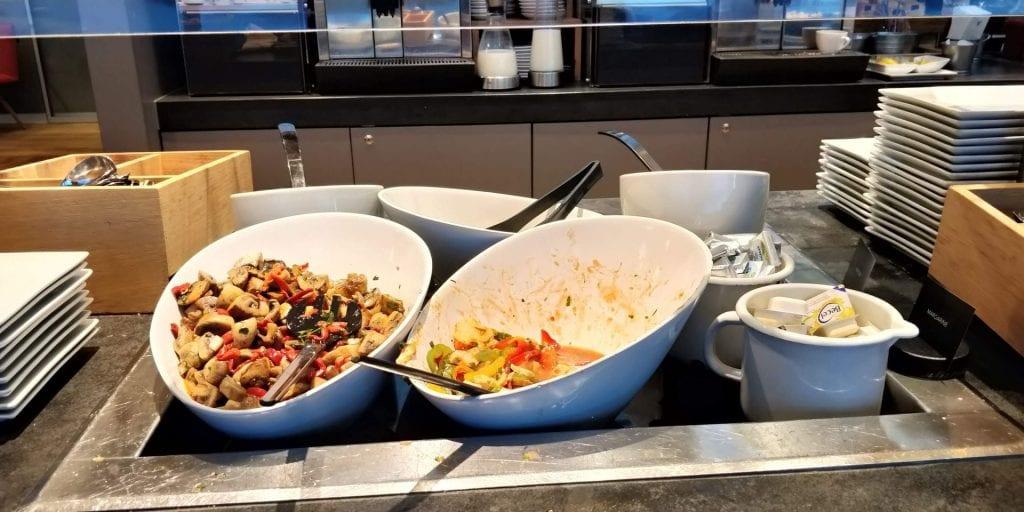 Austrian Airlines Senator Lounge Wien Non Schengen Buffet Kalte Speisen