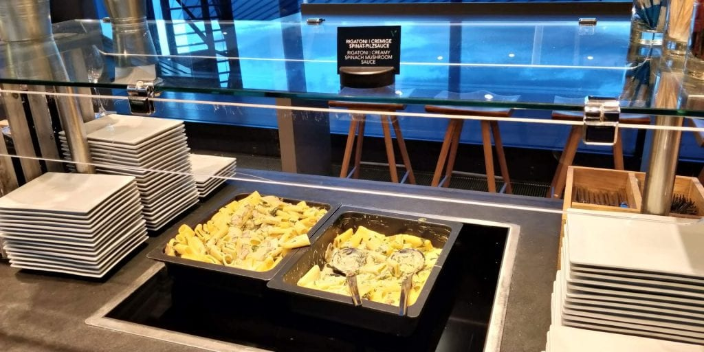 Austrian Airlines Senator Lounge Wien Non Schengen Buffet Warme Speisen