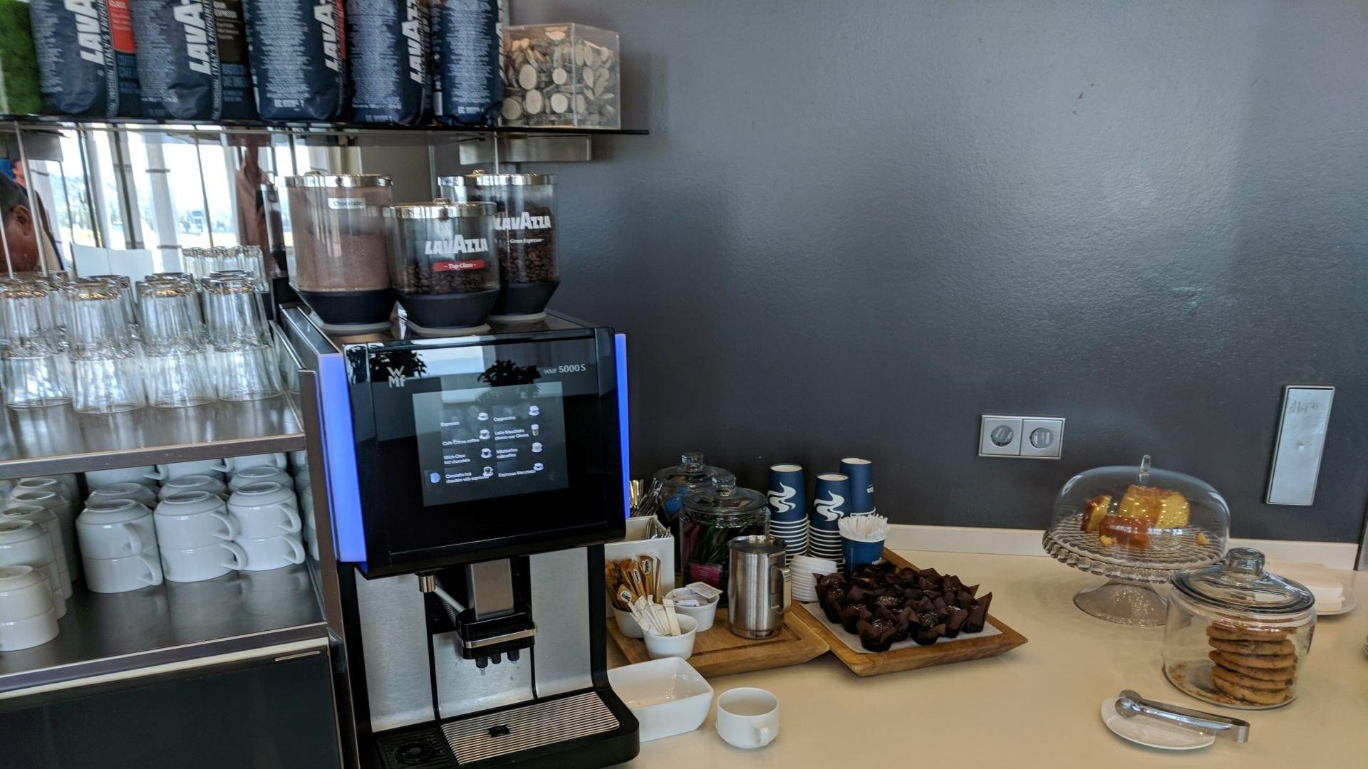 Lufthansa Business Lounge Stuttgart Kaffe