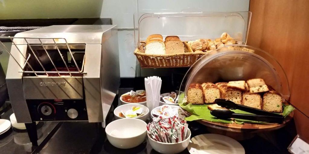 Plaza Premium Lounge Delhi Buffet Gebäck