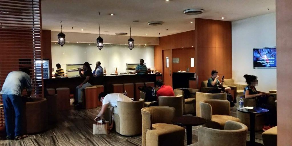 Plaza Premium Lounge Delhi Raum Bar