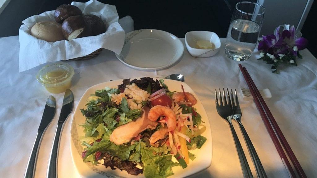 Air China First Class Essen Shrimp Salat