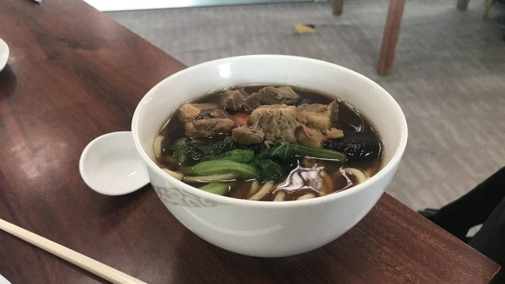 Air China First Class Lounge Peking Nudelsuppe