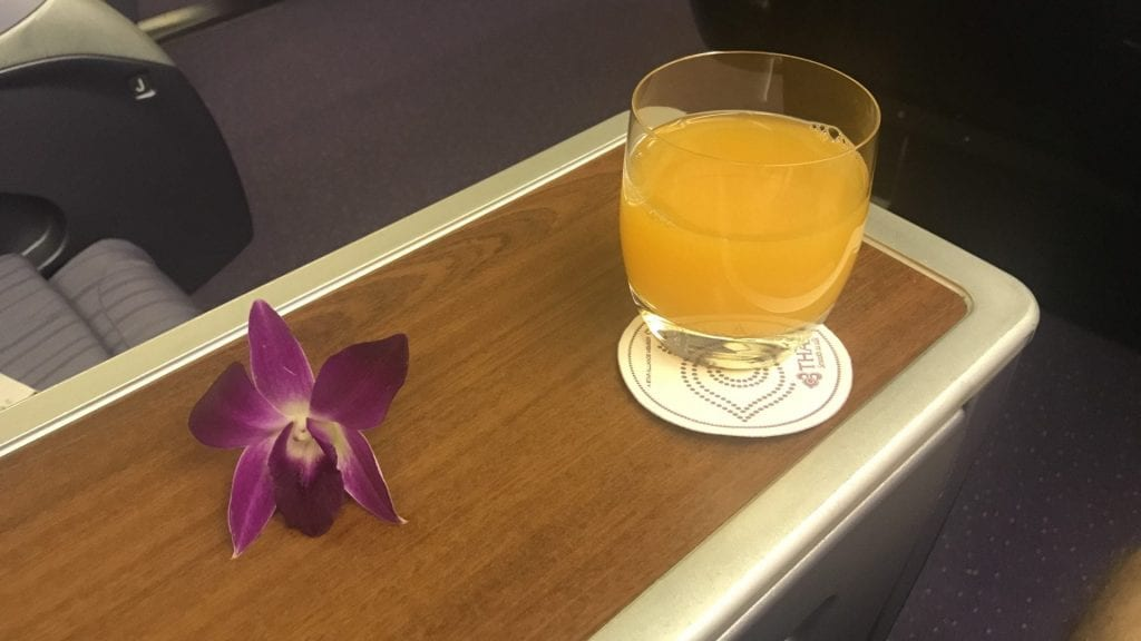 Thai Airways Business Class Boeing 777 Regional Getränk