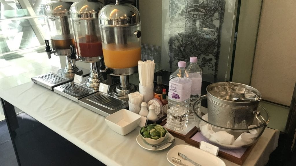Thai Royal Silk Lounge Bangkok Domestic Saft