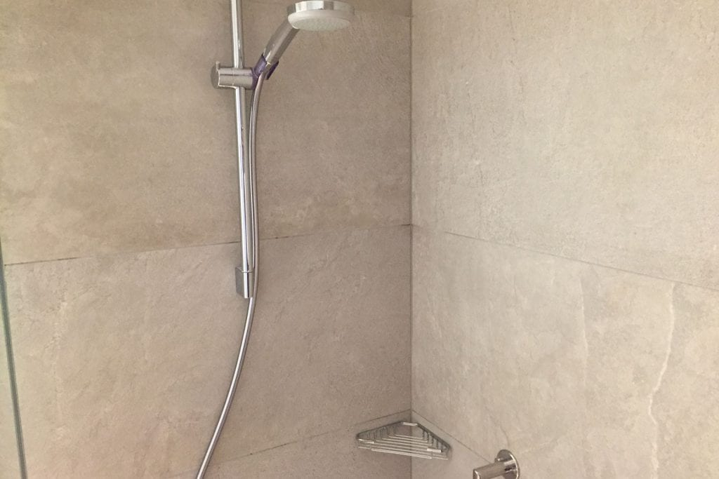 DoubleTree Breslau Bathroom Shower