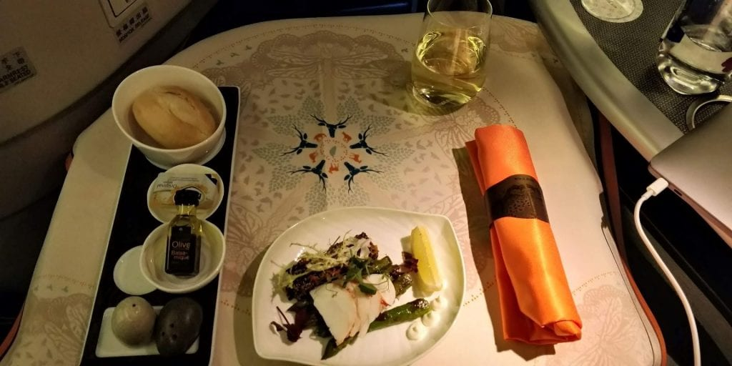 Eva Air Business Class Boeing 777 Essen Salat 1