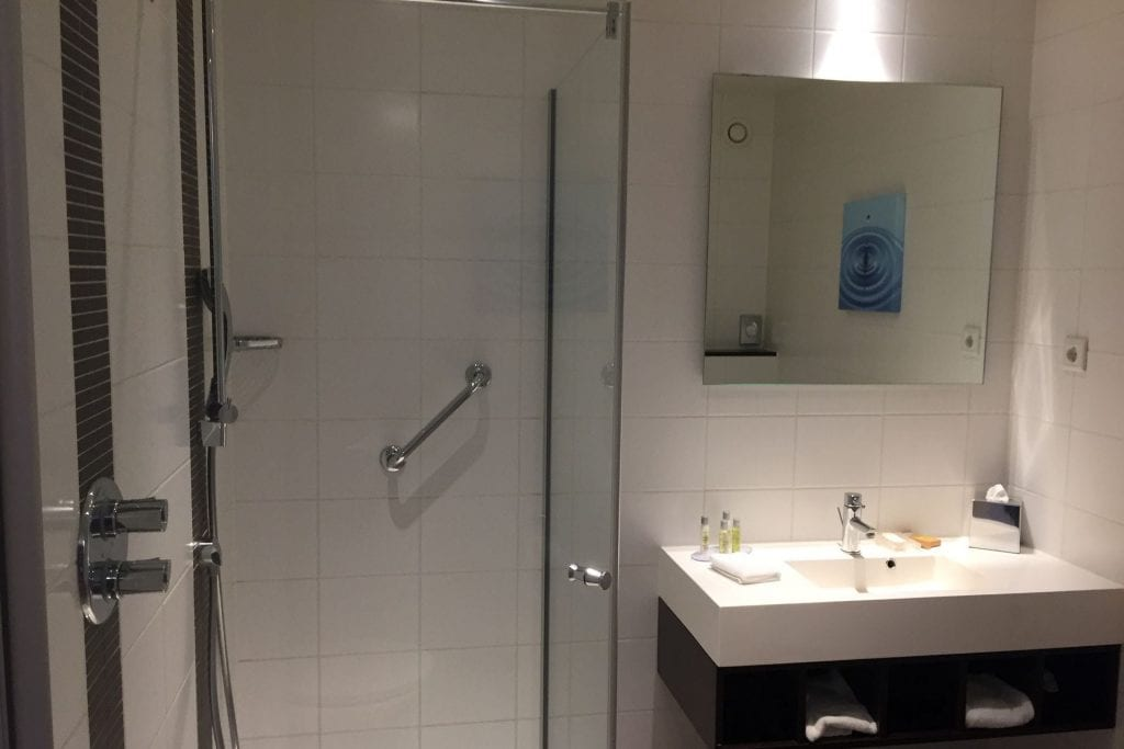Hilton Garden Inn Leiden King Deluxe Bathroom 1