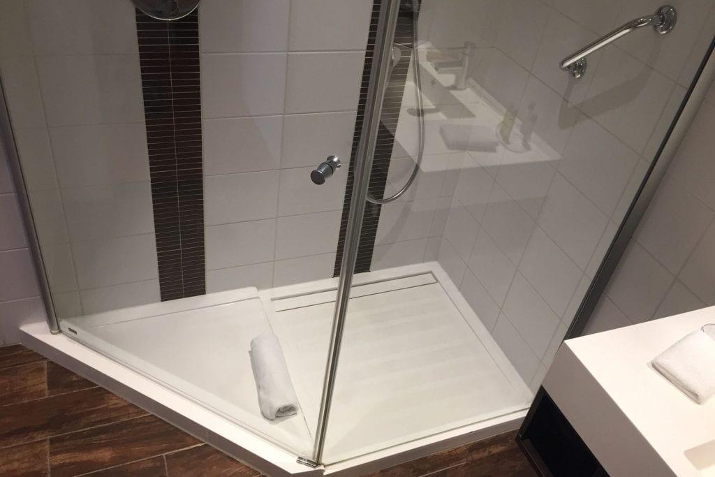 Hilton Garden Inn Leiden King Deluxe Bathroom 2