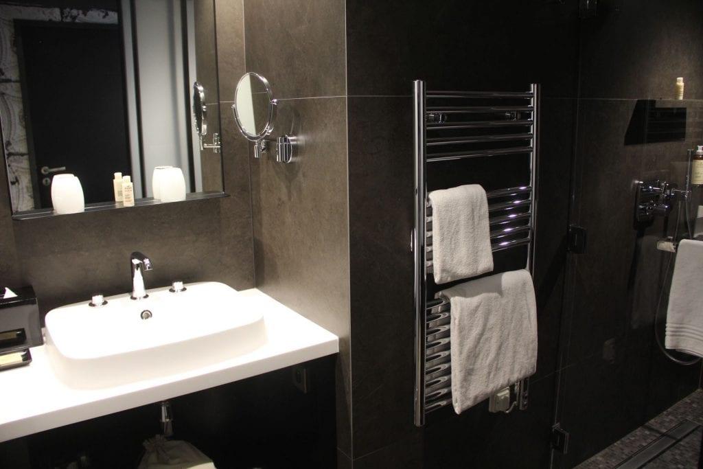 Hotel Balthazar Rennes Superior Room Bad