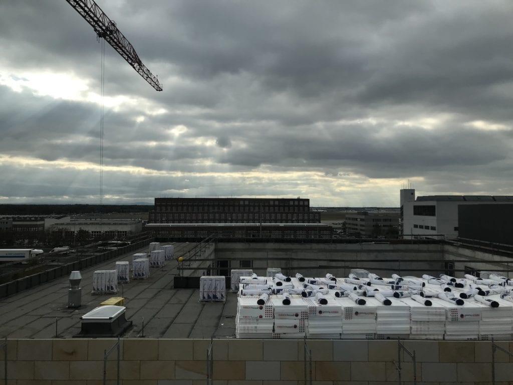 Moxy Frankfurt Flughafen Biz Zimmer Aussicht