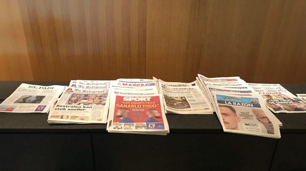 Pau Casals VIP Lounge Barcelona Zeitungen 2