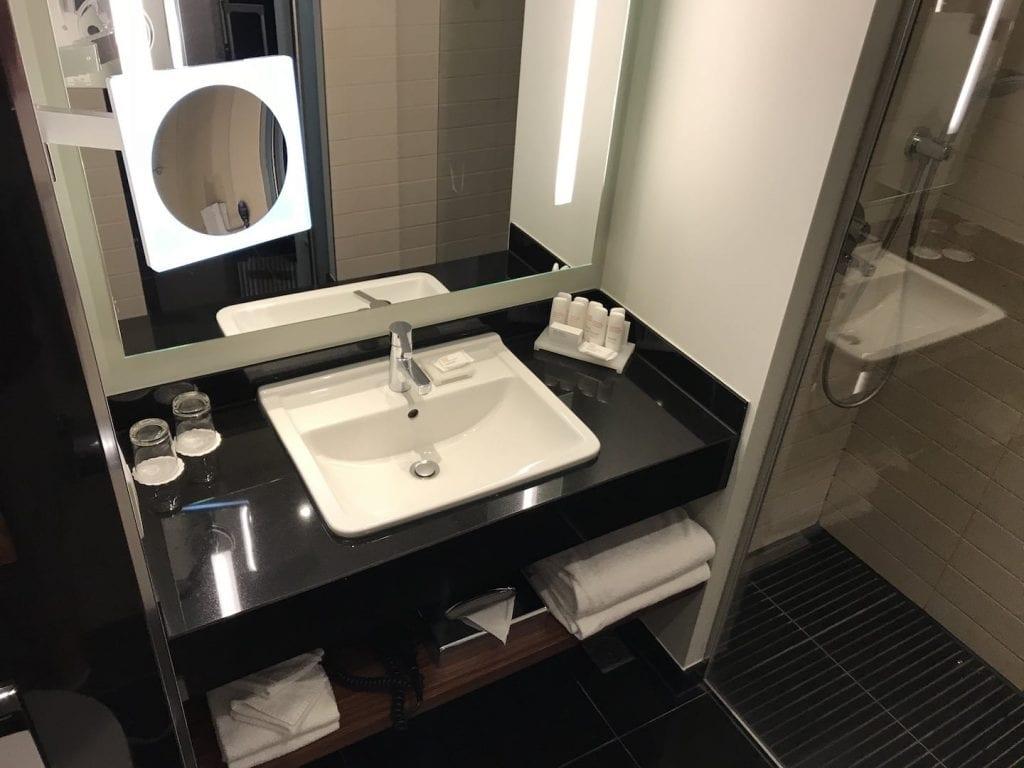 Radisson Blu Royal Bruessel Superior Zimmer Bad 2