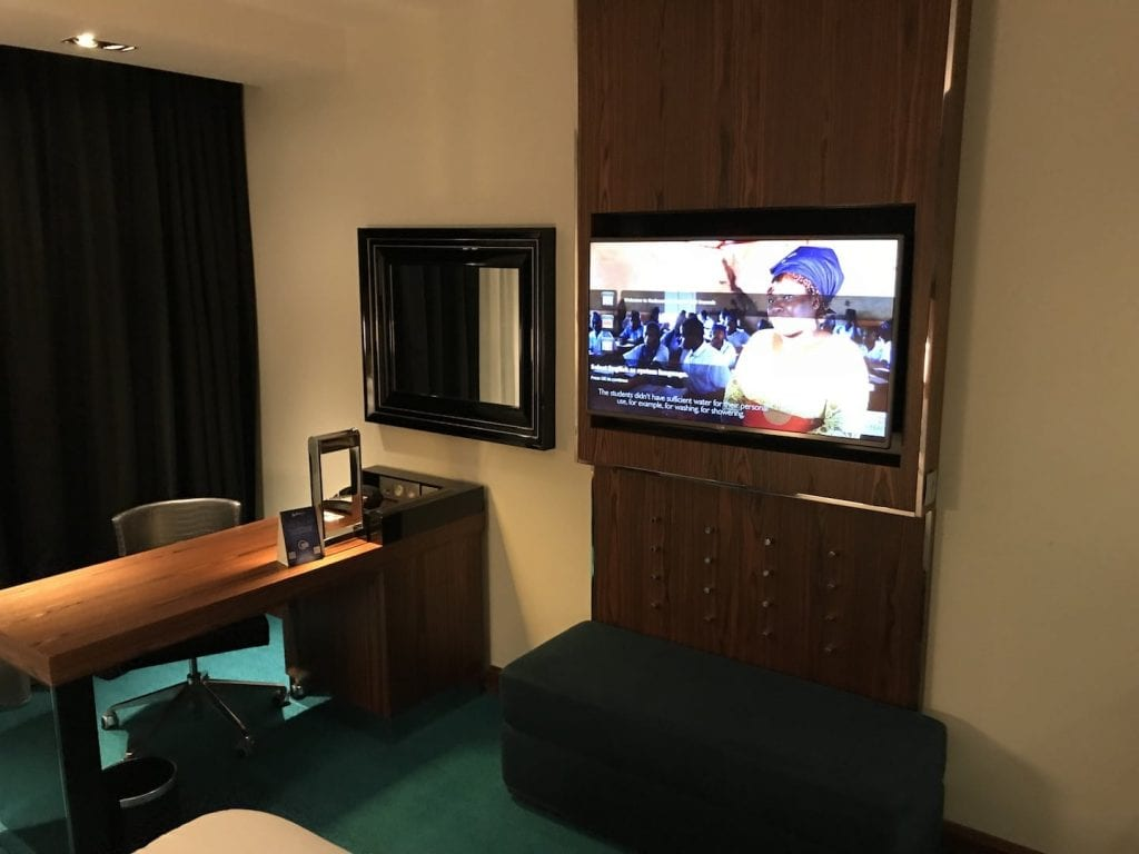 Radisson Blu Royal Bruessel Superior Zimmer TV