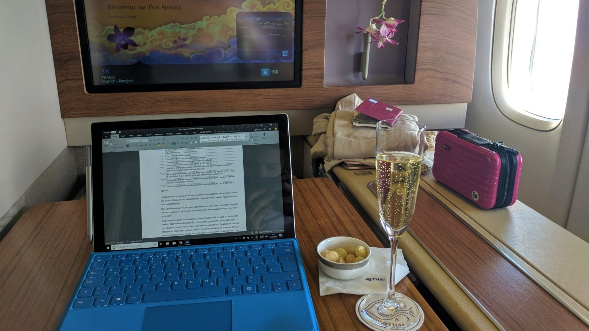 Thai First Class Boeing 747 Champagner