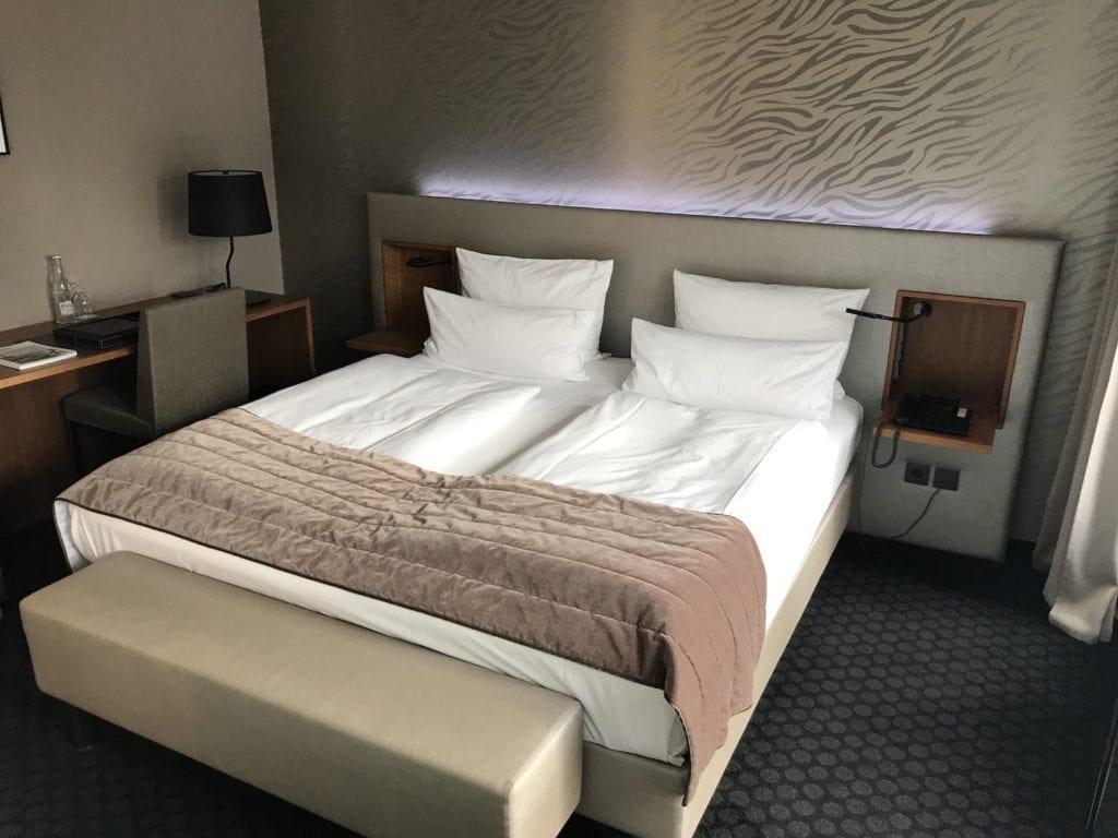 Cosmo Hotel Berlin Deluxe Zimmer