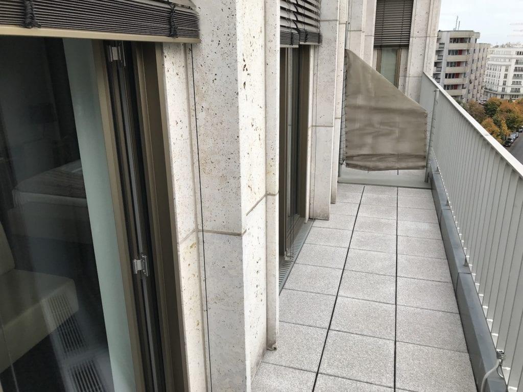 Cosmo Hotel Berlin Deluxe Zimmer Balkon