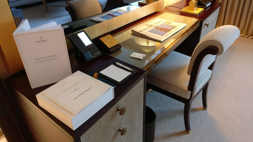 Hotel Barriere Le Fouquet Paris Junior Suite 4