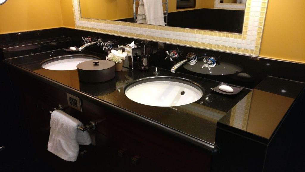 Hotel Barriere Le Fouquet Paris Junior Suite Bad 2