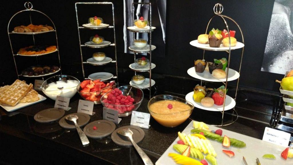 Hotel Barriere Le Fouquet Paris Junior Suite Frühstück 3